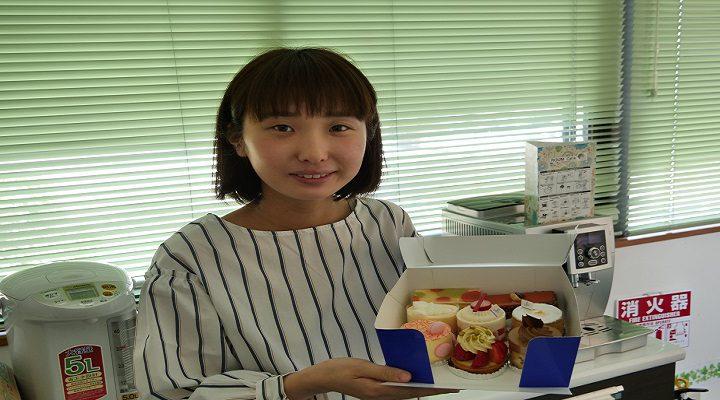 青い箱の絶品ケーキ